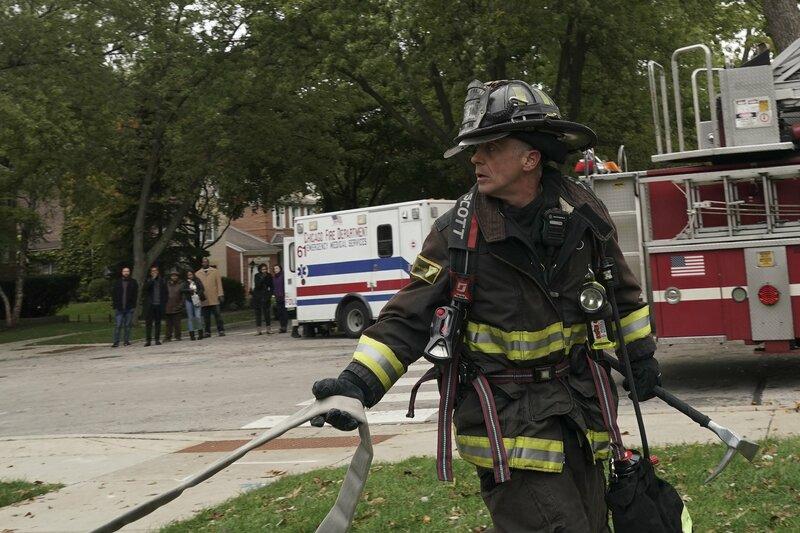 Chicago Fire Staffel 7, Folge 8 Vorbereitung für den Einsatz: David Eigenberg als Christopher Herrmann. Copyright: SRF/NBC Universal – Bild: SRF/NBC Universal