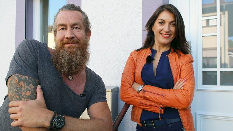 Die Experten Emitis Pohl und Patrick Grabowski unterstützen die Familien bei diesem Sozialexperiment. – Bild: RTLZWEI, Good Times Fernsehprodu / RTLZWEI, Good Times Fernsehprodu