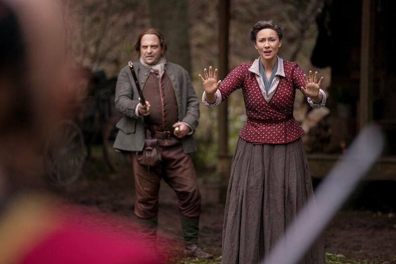 Outlander - Die Highland-Saga Staffel 4 Folge 5 Urs Rechn als Gerhard Mueller, Caitriona Balfe als Claire Randall SRF/2018 Sony Pictures Television Inc. – Bild: SRF1