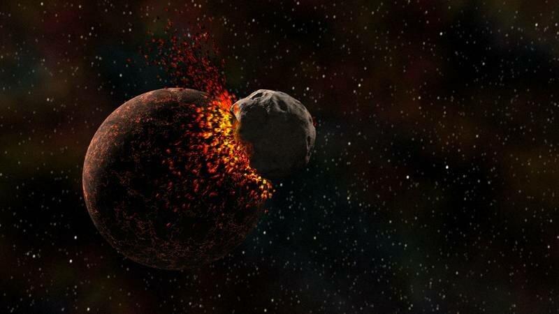"""Riesige Asteroiden und unzählige Kometen kommen auf ihrem Weg durchs Weltall der Erde immer wieder gefährlich nahe. Doch wie groß muss ein solches """"Himmelsgeschoss"""" wirklich sein, damit es die Atmosphäre durchdringen und auf unserem Planeten massive Schäden anrichten kann? Und was passiert, wenn Sterne oder sogar ganze Galaxien aufeinanderprallen? Die dreiteilige DISCOVERY CHANNEL-Dokumentarserie """"Kosmische Kollisionen"""" gibt Aufschluss über die Gefahren aus dem All, zeigt Wege auf, wie Wissenschaftler einen verheerenden Zusammenstoß mit der Erde verhindern wollen, erklärt, wie der Mond entstand, oder wie Bruchstücke vom Mars bis zu uns gelangen konnten. – Bild: Phoenix"""
