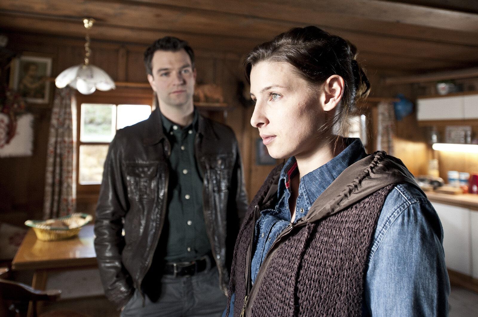Lukas Roither (Jakob Seeböck) Regina Schnur (Martina Ebm) – Bild: ZDF und Stefanie Leo