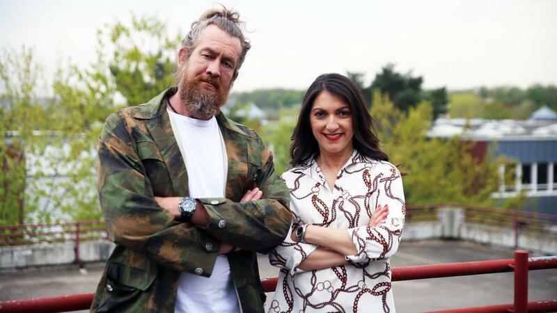 Emitis Pohl und Selfmade-Millionär Patrick Grabowski unterstützen die Familien bei diesem Sozialexperiment. – Bild: RTL Zwei