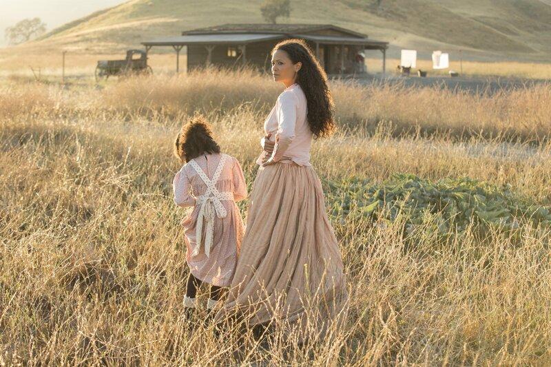 L-R: Tochter von Maeve Millay (Jasmyn Rae) und Maeve Millay (Thandie Newton). – Bild: Sky Atlantic