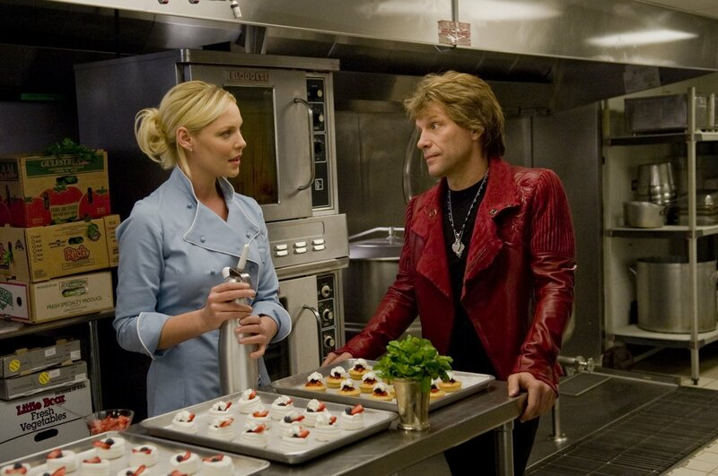 Laura (Katherine Heigl, l.); Jensen (Jon Bon Jovi, r.) – Bild: Warner Bros. Lizenzbild frei