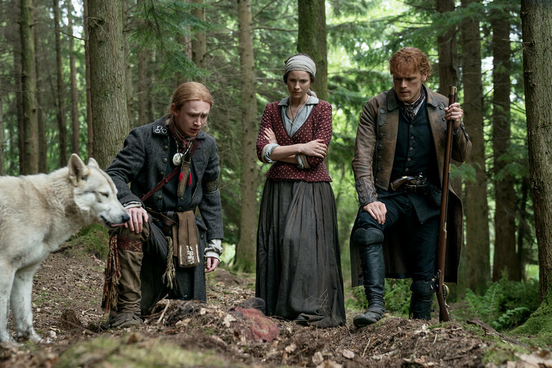 Outlander - Die Highland-Saga Staffel 4 Folge 11 John Bell als junger Ian, Caitriona Balfe als Claire Randall, Sam Heughan als Jamie Fraser SRF/2018 Sony Pictures Television Inc. – Bild: SRF1