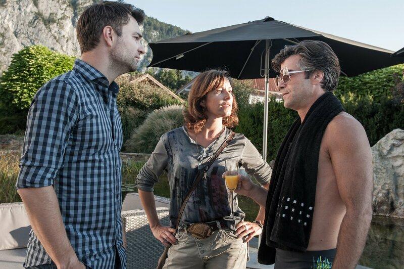 Im Bild: Xaver Hutter (Johnny Lehmann), Julia Cencig (Nina Pokorny), Jakob Seeböck (Lukas Roither). – Bild: ORF/BEO-Film/Stefanie Leo