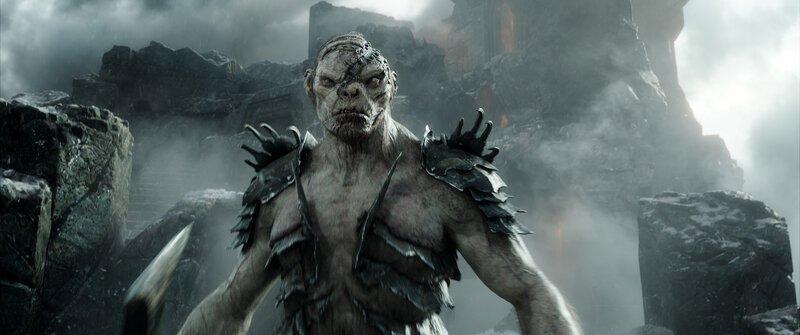 Bolg (John Tui) macht sich mit seiner Ork-Armee auf den Weg, um das Heer seines Vaters zu verstärken und die Elben, Menschen und Zwerge am Einsamen Berg anzugreifen. Ein tödlicher Kampf der Völker steht bevor… – Bild: Puls 4