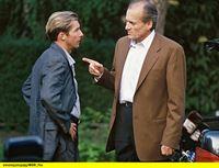 hr-fernsehen DER FAHNDER (155), Verdammt lang her, Fernsehserie, Deutschland 1985 - 2001, am Samstag (17.01.15) um 23:55 Uhr. Rick (Dietrich Mattausch, r) wird von Riemann (Michael Lesch) über den Mord an Langs Komplizen informiert und daß Lang behauptet, Rick sei der Mörder. – © HR/WDR/ARD/Reinhard Rosendahl