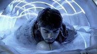 Wird die sonderbare Maschine der Aliens Diego (Hector Bucio) und vielen anderen Kindern das Leben retten können? – Bild: ProSieben MAXX