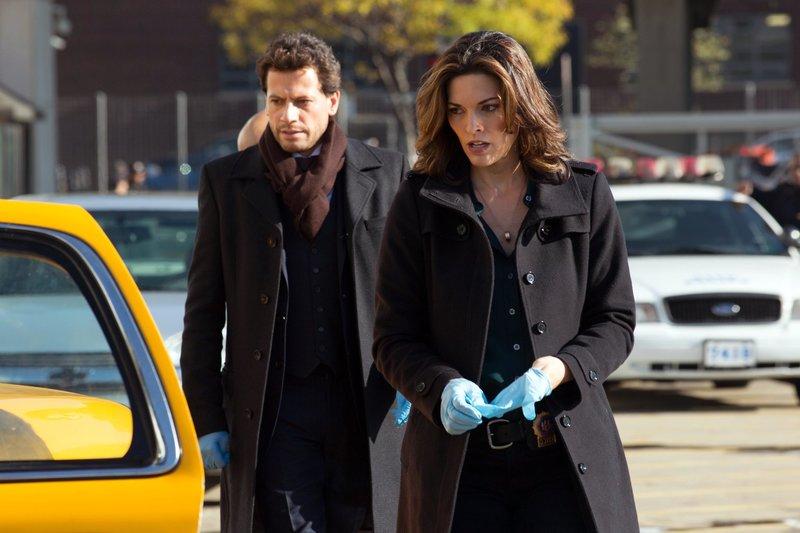 Machen Jagd auf einen skrupellosen Mörder: Henry (Ioan Gruffudd, l.) und Jo (Alana de la Garza, r.) ... – Bild: Sat.1 Emotions