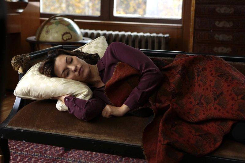 Muss in einem Fall ermitteln, der sie schmerzhaft an ihren verstorbenen Mann erinnert: Jo (Alana De La Garza) ... – Bild: Sat.1 Emotions