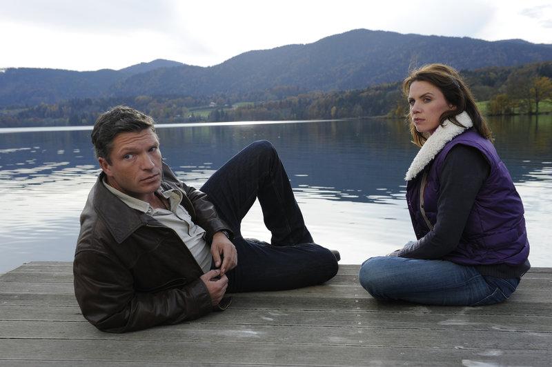 Finden sie endlich zueinander? Förster Stefan Leitner (Hardy Krüger jr., l.) und Marie Stadler (Gisa Zach, r.). – Bild: ZDF
