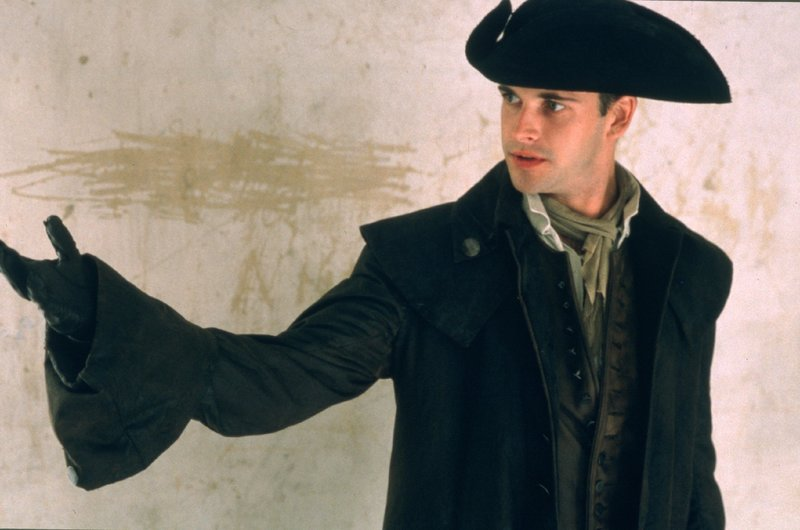 Captain James Maclean (Jonny Lee Miller) – Bild: RTL NITRO