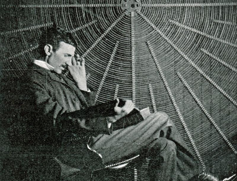 Als begnadeter Erfinder meldete Nikola Tesla insgesamt 117 Patente an, starb aber verarmt und hoch verschuldet. – Bild: ZDF und © Mary Evans Picture Library / Alamy Stock Photo