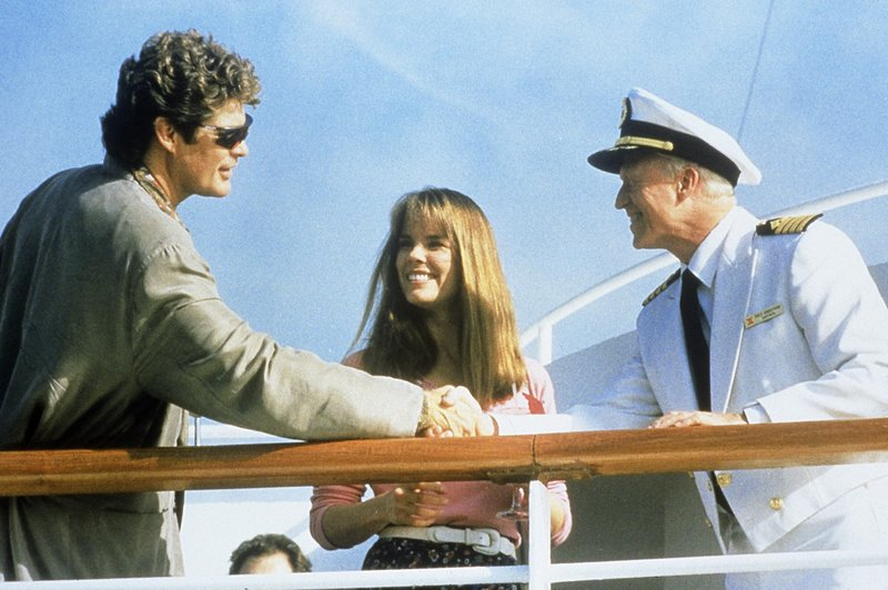 Mitch Buchannon (David Hasselhoff, l.), Stephanie Holden (Alexandra Paul), Captain Rolf Angstrom (Erik Holland) – Bild: Nitro.