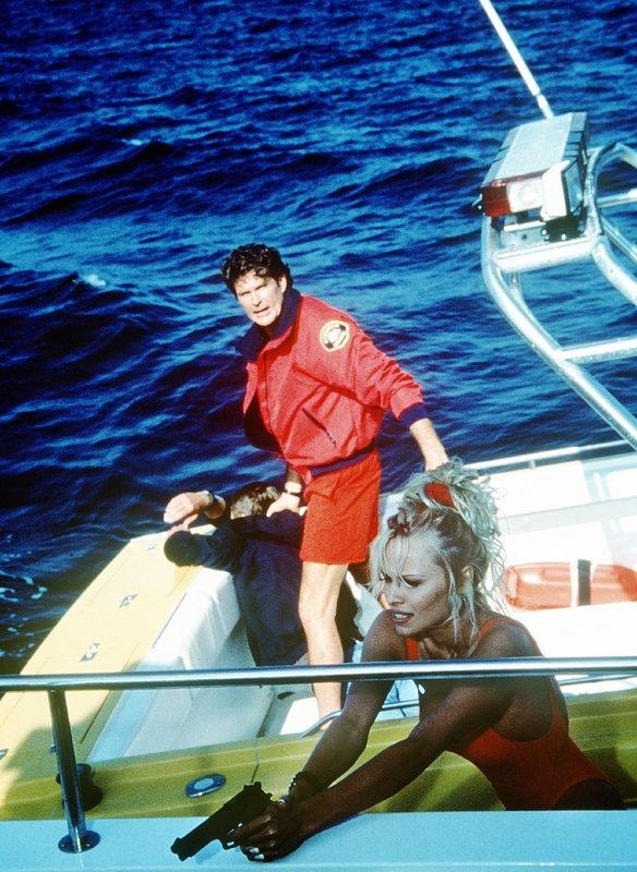 Mitch Buchannon (David Hasselhoff), C.J. Parker (Pamela Anderson) – Bild: Nitro.