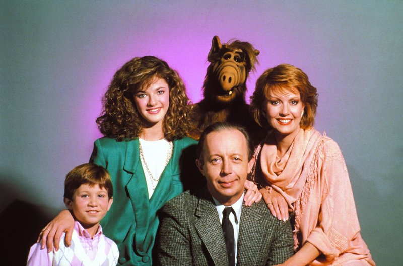 Alf (hi.) und die Familie Tanner: (v.li.) Brian (Benji Gregory), Lynn (Andrea Elson), Willie (Max Wright) und Kate (Anne Schedeen) – Bild: Super RTL