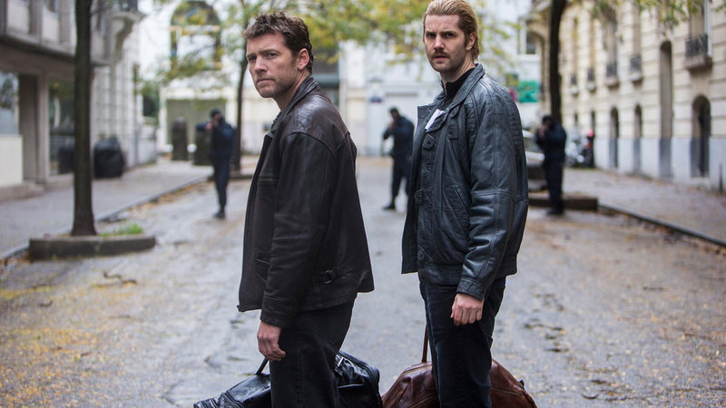 On left: Willem Holleeder (Sam Worthington) and on right Cor Van Hout (Jim Sturgess). – Bild: 2015 Dutch Film Works. All rights reserved.