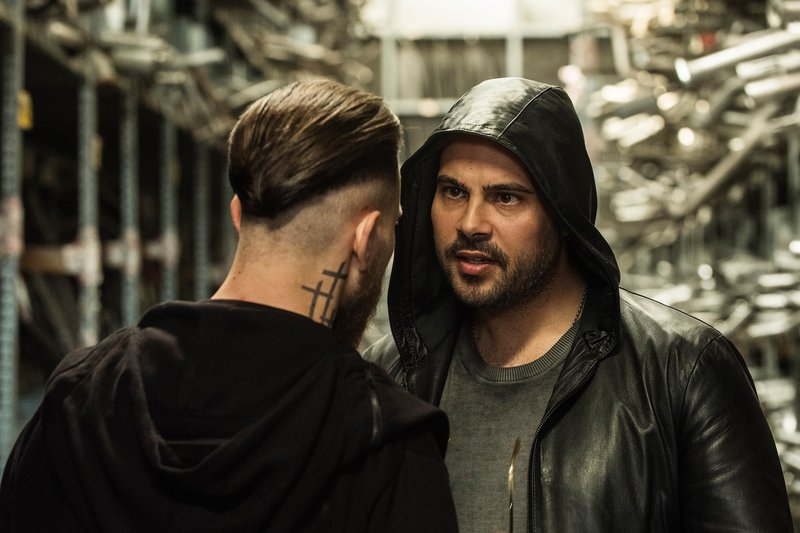 Ciro (Marco D'Amore) and Enzo (Arturo Muselli) – Bild: SRF/2016 Beta