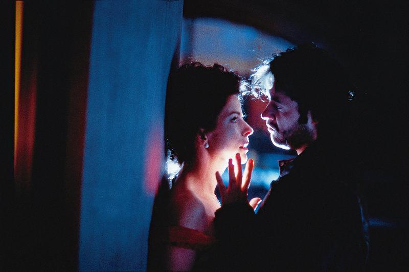Regisseur Uhu Zigeuner (Götz George) und Valerie (Gudrun Landgrebe). – Bild: Constantin Film
