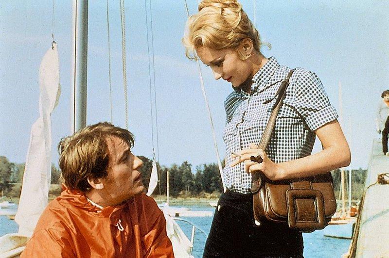 Charles Thénier (Michel Duchaussoy) gerät in eine komplizierte Liebesbeziehung mit Hélène Lanson (Caroline Cellier). – Bild: AGENTUR: KOeVESDI-PRESSE-AGENTUR