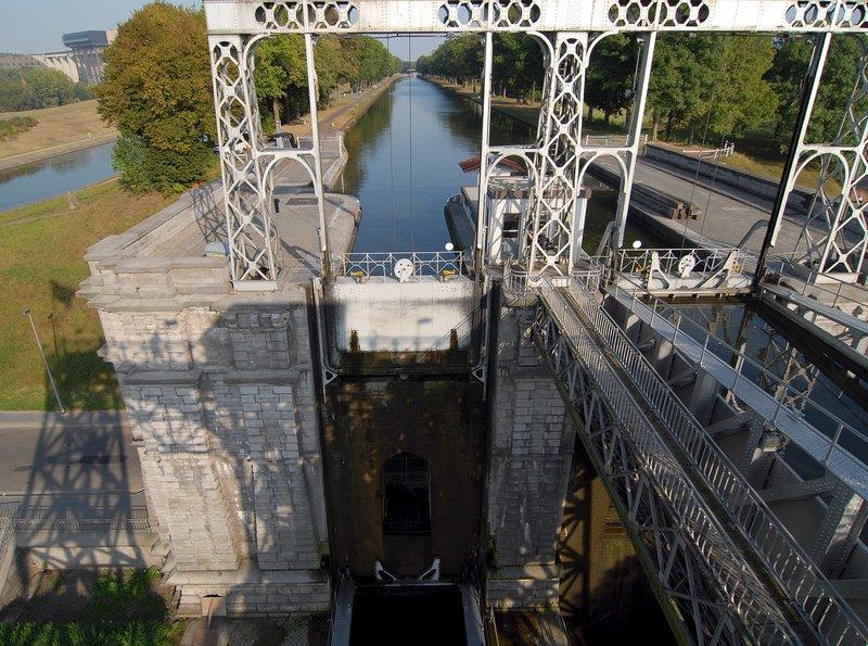 Eines der vier hydraulischen Schiffhebewerke im Canal du Centre, Hennegau, Belgien. – Bild: ZDF und SWR/Alfons Früh.