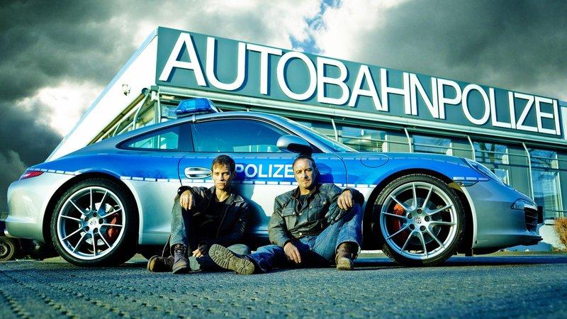 Semir Gerkan (Erdogan Atalay, r.) und Alex Brandt (Vinzenz Kiefer) – Bild: RTL Crime
