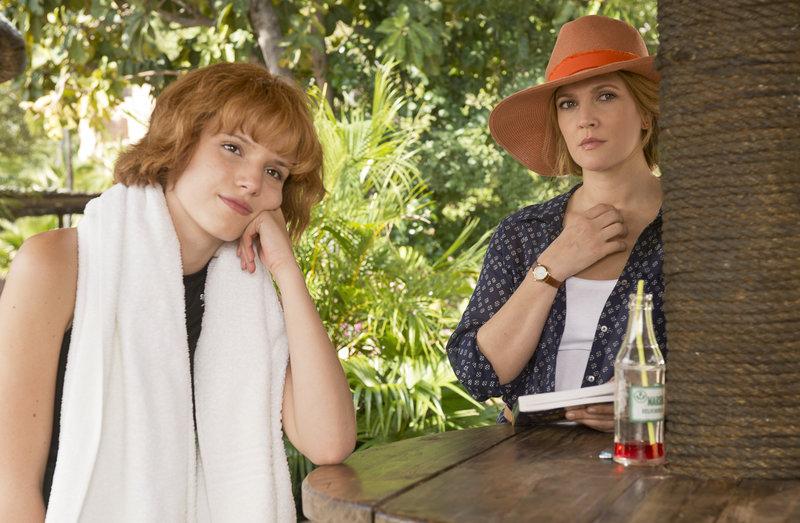 Bella Thorne (Hilary), Drew Barrymore (Lauren). – Bild: ORF