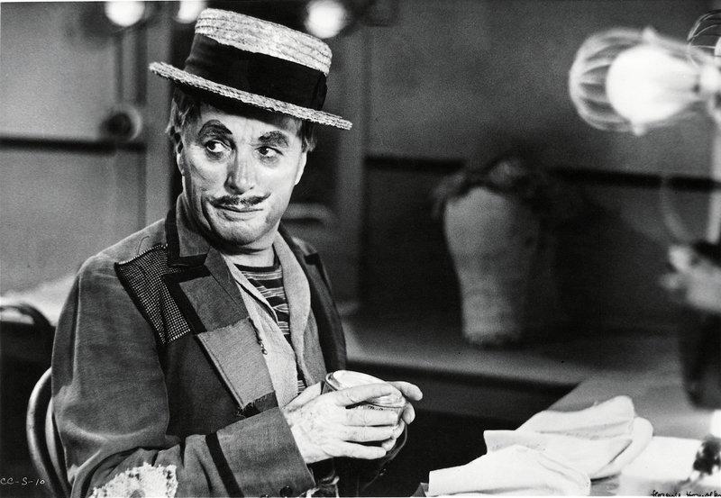 Träumt davon, noch einmal im Rampenlicht zu stehen: Music-Hall-Clown Calvero (Charles Chaplin) ... – Bild: Roy Export Lizenzbild frei