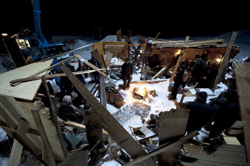 Von vielen Häusern in Blons sind nur Trümmer übrig geblieben. – Bild: ORF