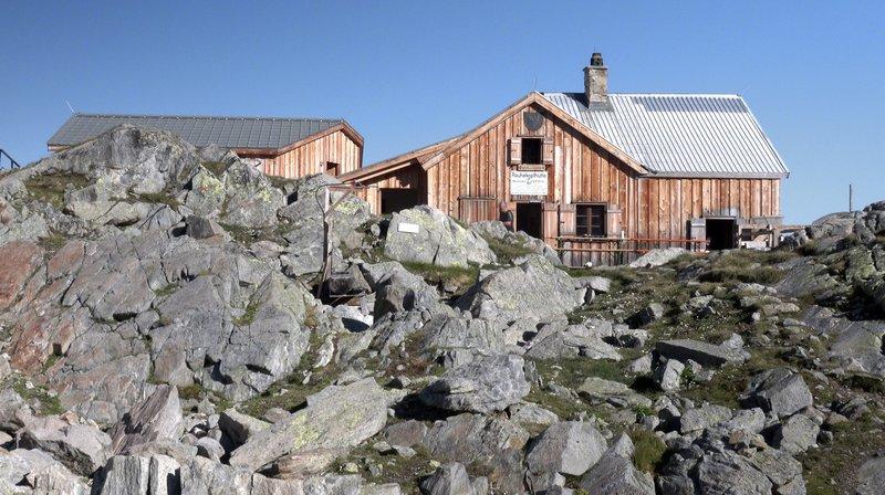 b05d89cd8a567a Blick auf die hochalpine Rauhekopfhütte der DAV Sektion Frankfurt am Main.  – Bild  HR