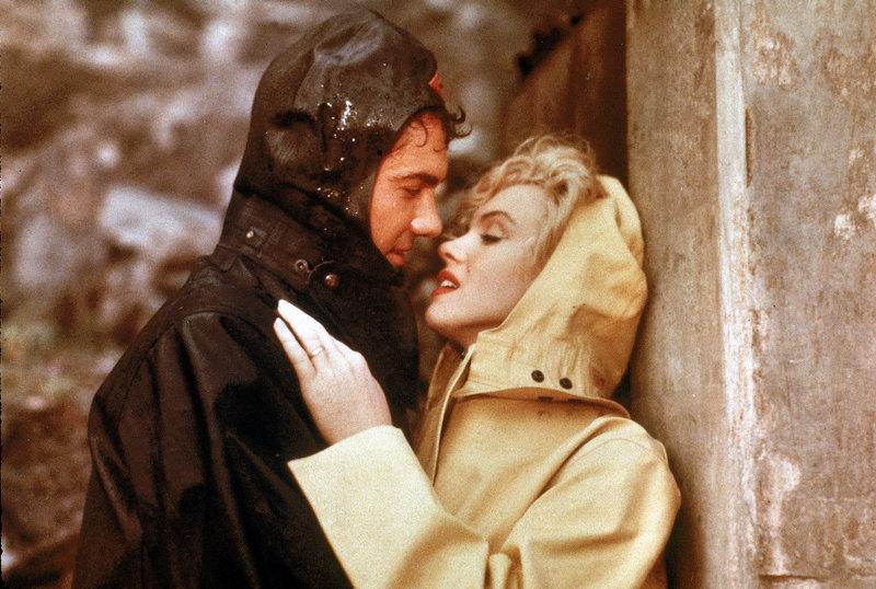Heimlich treffen sich Rose (Marilyn Monroe, r.) und ihr Liebhaber Ted (Richard Allan, l.) bei den Niagarafällen. Gemeinsam wollen sie den kranken Ehemann von Rose beseitigen ... – Bild: ATV II