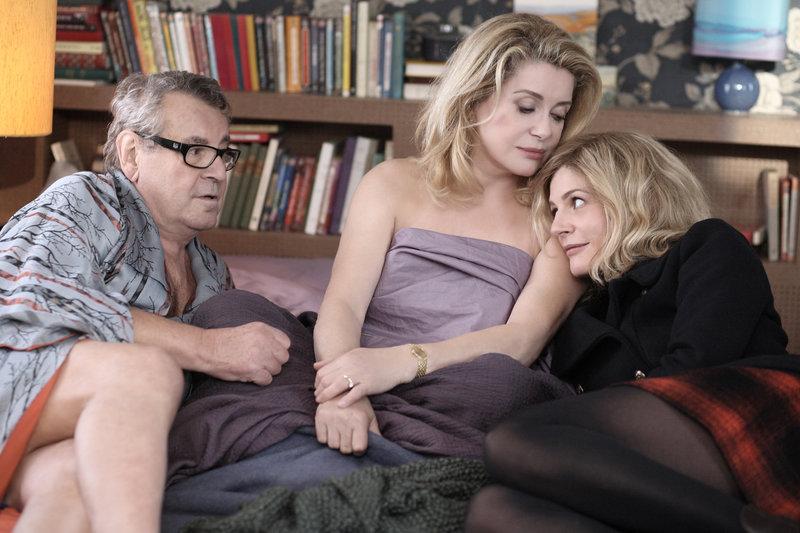 Catherine Deneuve, Milos Forman und Chiara Mastroianni in Beloved. – Bild: Star TV