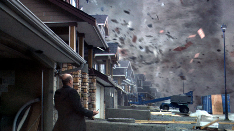 Die Bewohner bekommen die gewaltige Kraft des Tornados am eigenen Leib zu spüren.. – Bild: RTL Zwei