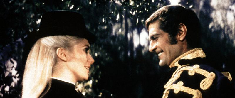 Schicksalhafte Begegnung: Maria Vetsera (Catherine Deneuve) lernt den österreichischen Thronfolger Kronprinz Rudolf (Omar Sharif) kennen. – Bild: ORF