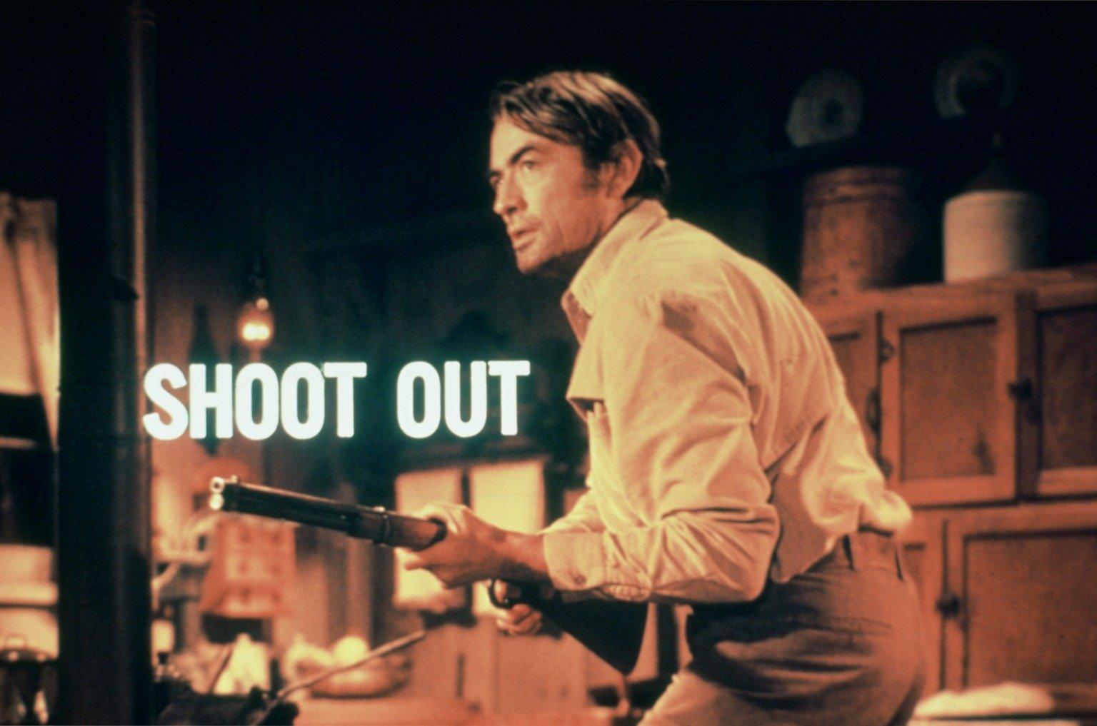 Nachdem er bei einem gemeinsamen Banküberfall von seinem Partner sam niedergeschossen wurde, will Clay Lomax (Gregory Peck) nun Rache… – Bild: Universal Pictures Lizenzbild frei