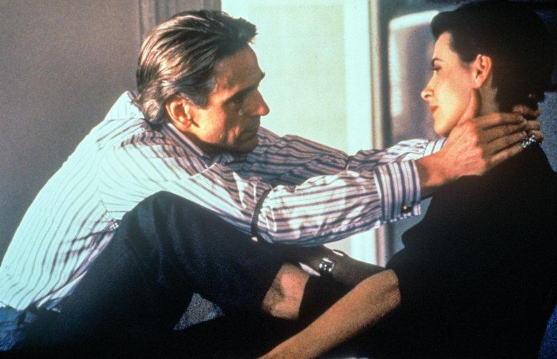 Jeremy Irons (Stephen Fleming), Juliette Binoche (Anna Barton). – Bild: ZDF und ORF/Studio Canal