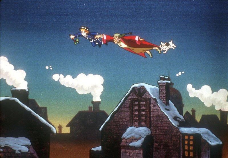 Ein kleiner Junge, der Fliegen kann, entführt den alten Geschäftsmann Ebenezer Scrooge um ihm einige Stationen seines Lebens zu zeigen. – Bild: TOGGO plus