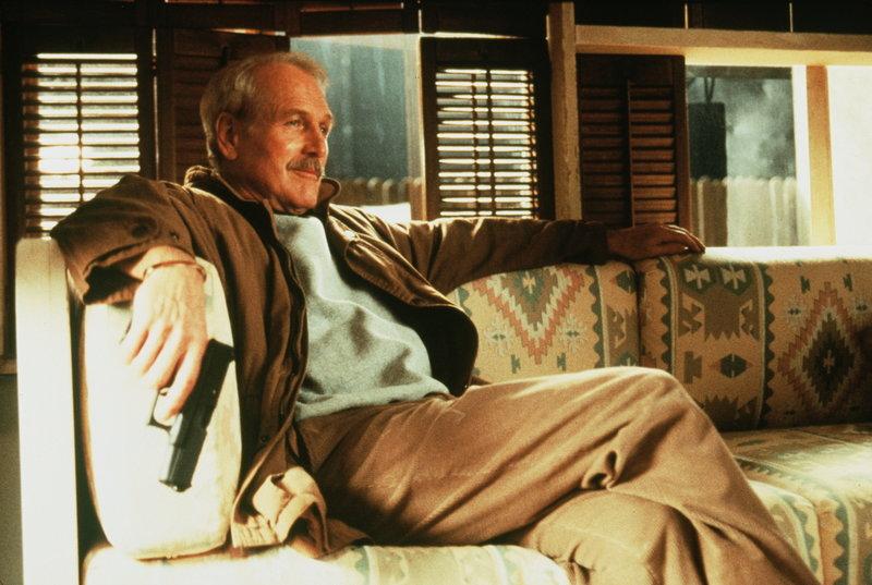 Bei seinen Recherchen nach der Wahrheit gerät Harry Ross (Paul Newman) immer tiefer in ein Netz aus Intrigen und Lügen. Seine Waffe wird deshalb zu seinem ständigen Begleiter ... – Bild: Paramount Pictures Lizenzbild frei