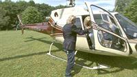 Carmen und Robert fliegen mit dem Helikopter ins Allgäu ein – © RTL II