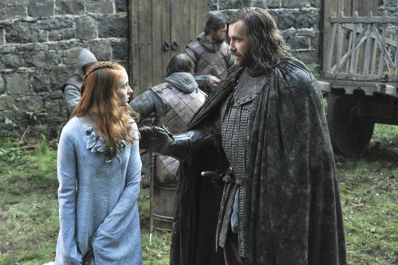 Sansa Stark (Sophie Turner) trifft auf Sandor Clegane (Rory McCann), der von allen 'der Hund' genannt wird – Bild: RTL II