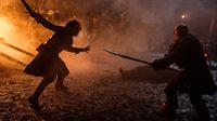 Ein Kampf um Leben und Tod zwischen Jon Schnee (Kit Harington, li.) und Styr (Yuriy Kolokolnikov) – Bild: RTL II