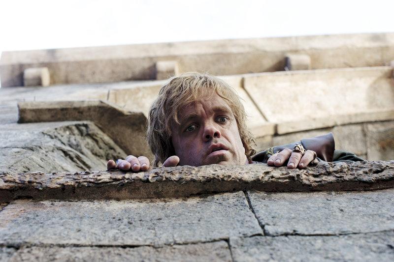 Auf Hohenehr befindet sich Tyrion Lannister (Peter Dinklage) immer noch in Gefangenschaft.. – Bild: RTL II