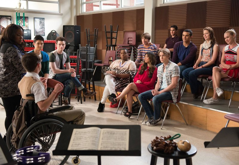 (v.l.): Artie (Kevin McHale), Mercedes (Amber Riley), Mike (Harry Shum, Jr.), Kurt (Chris Colfer), Wade (Alex Newell). Ryder (Blake Jenner), Tina (Jenna Ushkowitz), Sam (Chord Overstreet), Blaine (Darren Criss), Jake (Jacob Artist), Marley (Melissa Benoist) und Kitty (Becca Tobin) – Bild: Passion