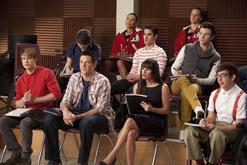 v.li. Sam (Chord Overstreet), Finn (Cory Monteith), Rory (Damian McGinty), Rachel (Lea Michele), Blaine (Darren Criss), Santana (Naya Rivera), Brittany (Heather Morris), Kurt (Chris Colfer) and Artie (Kevin McHale) – Bild: Passion