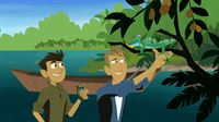 Die Brüder Martin und Chris (re.) sind auf Entdeckertour: Sie wollen herausfinden, warum Basilisken über das Wasser laufen können. – © Super RTL