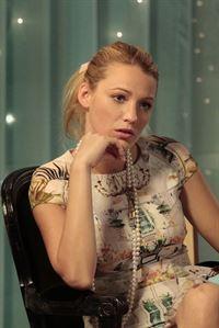 Serena (Blake Lively) plant eine traumhafte Party für Blair. Um sie damit überraschen zu können, streut Serena falsche Informationen über die Feier ... – © Warner Bros. Television Lizenzbild frei