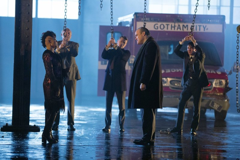 gotham s01e22 eine gl ckliche familie all happy families are alike. Black Bedroom Furniture Sets. Home Design Ideas
