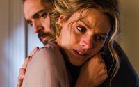 Alicia (Amaia Salamanca) findet in Diegos (Pedro Alonso) Armen überraschend Geborgenheit. – © ORF2