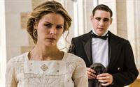 Andrés (Llorenç González) weiß, wie schmerzlich Alicia (Amaia Salamanca) Julio vermissen wird. – © ORF2